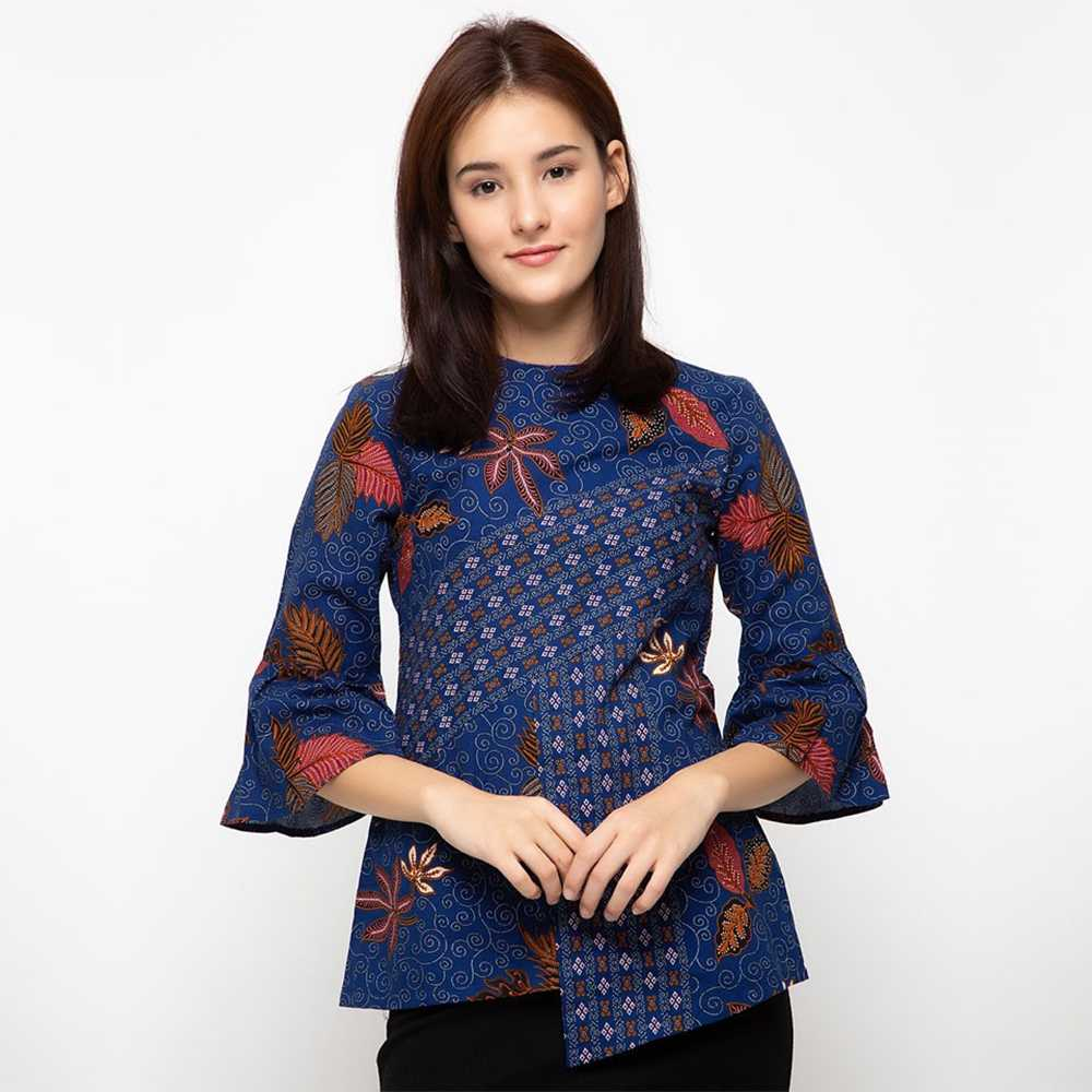 7 Inspirasi Model Baju Batik Kerja Wanita Modern - Gotomalls